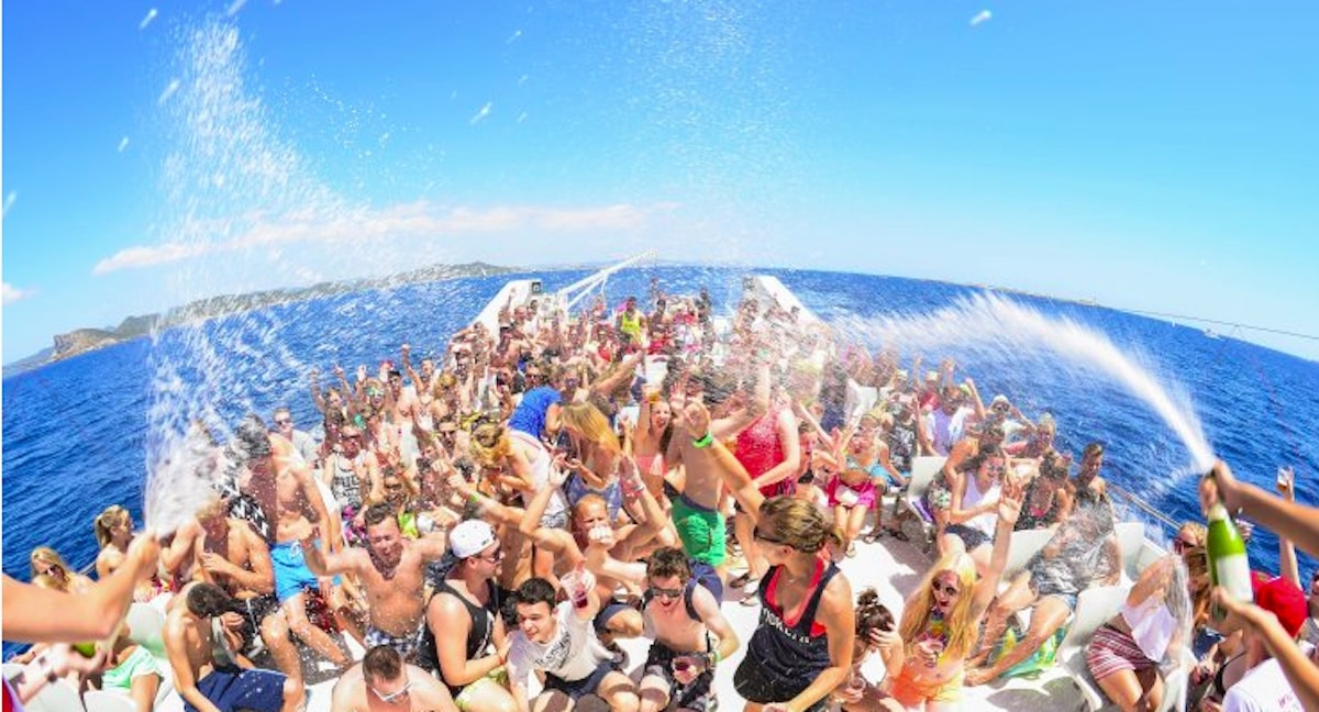 Day Boat Party With Lots of People - SolVibrations