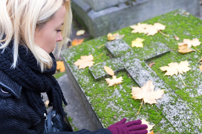 How To Select The Perfect Headstone For Your Loved Ones?